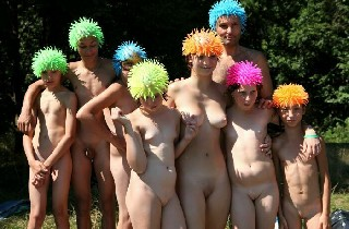Purenudism 2014 Pictures Naturist Family Events  Outdoor Picnic
